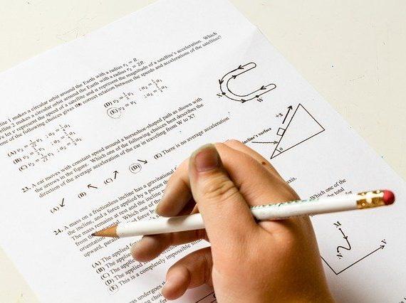 萩生田光一 文部科学大臣「国語と数学の記述式問題」実施見送り…