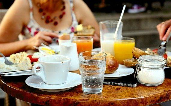 食事中に水分を取ることは良いことなのか悪いことなのか… (閑話休題)